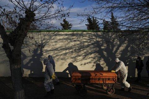 Число умерших из-за коронавируса в мире превысило 1 млн