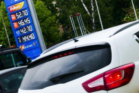 В правительстве обещают удержать цены на бензин на уровне ниже 100 рублей за литр