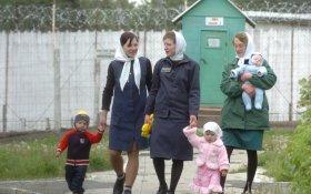 «Великие гуманисты». Чиновники предложили оставлять детей после трех лет с мамами в СИЗО
