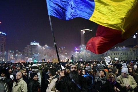 В Румынии на массовые манифестации против амнистии коррупционеров вышли десятки тысяч человек