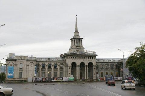 В Красноярске единороссы решали, кому повысить зарплату: учителям, врачам, библиотекарям. Выбрали — повысить себе