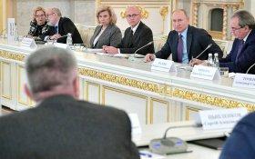 Путин согласился с предложением наказывать чиновников за оскорбление граждан
