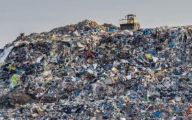 «Это катастрофа»: Глава Росприроднадзора сравнила количество мусора в РФ с площадью Греции