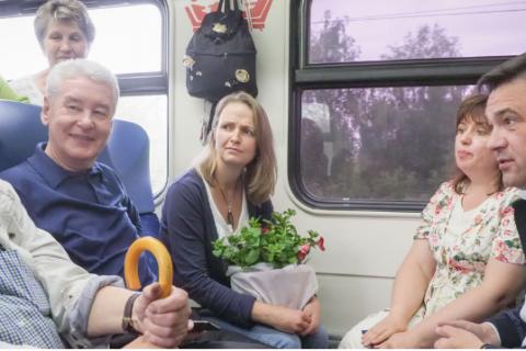 Благодетели. За месяц до выборов московским пенсионерам сделали бесплатный проезд в электричках. Кто заплатит?