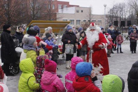 В Ярославле КПРФ организовала детские новогодние представления