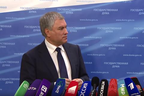 «Генератор случайного набора слов». Володин и Песков не смогли объяснить смысл всенародного голосования за поправки в Конституцию