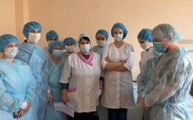 В больнице, в которой медикам запрещали говорить об отсутствии респираторов и костюмов выявили коронавирус. Теперь им отправили костюмы