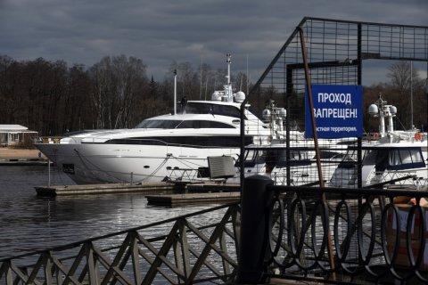 «Деловой Петербург»: В петербургском яхт-клубе пришвартовалась яхта Медведева