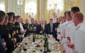 Путин пообещал военным и силовикам еще больше денег