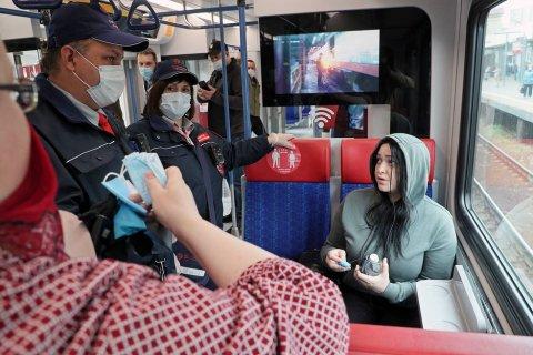 За год пандемии в Москве оштрафовали более 450 тысяч человек за отсутствие масок и перчаток