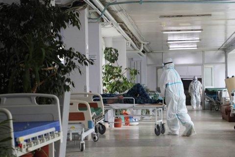 Количество новых случаев коронавируса в России растет пятый день подряд