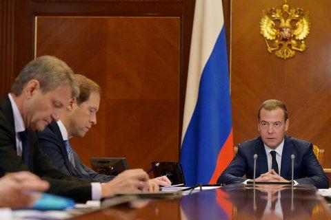 Медведев потребовал срочно составить точный список пострадавших дольщиков