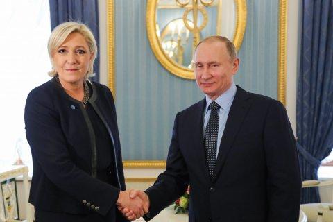 Путин принял Ле Пен в Кремле и обещал не вмешиваться в выборы во Франции