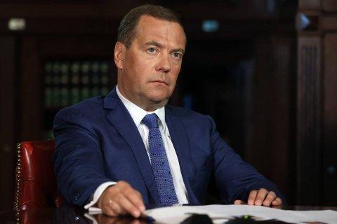 Медведев выступил за принудительную вакцинацию