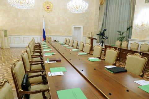 Правительство потратит по повышение зарплат госслужащих 630 млрд рублей. Сейчас их средняя зарплата — 119 тысяч рублей в месяц