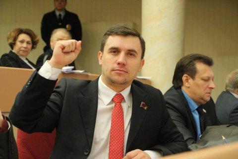 Саратовского депутата КПРФ Николая Бондаренко могут снять с выборов за «Манифест Единой России» 2002 года