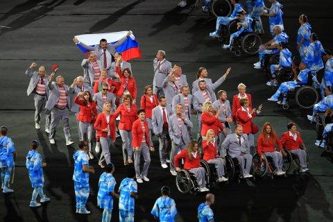 Второй белорус лишился аккредитации на Паралимпиаде за флаг России