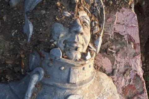 На Сахалине в городе Невельске снесли и выбросили памятник Юрию Гагарину