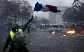 Правительство пошло на уступки протестующим и заморозило налоги на бензин … во Франции