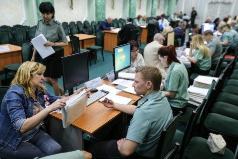 За год число невыездных из-за долгов россиян выросло почти в два раза