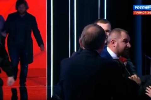 Провокация на дебатах. Сурайкин попытался в прямом эфире подраться с доверенным лицом Павла Грудинина