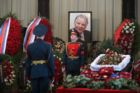 В Петербурге прошла гражданская панихида прощания с Жоресом Алферовым