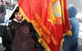 Российские болельщики приехали на Олимпиаду с Красным флагом с Лениным. Его отобрали (незаконно)