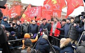 Коммунисты возложили цветы к мавзолею В.И. Ленина и посоветовали Путину изучить работы Ленина