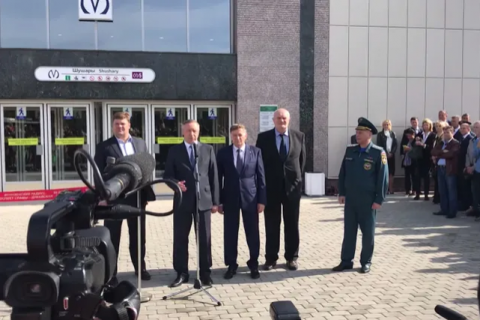 За три дня до выборов врио губернатора Петербурга Александр Беглов торжественно открыл три новые станции метро. И тут же их закрыл — они еще не готовы