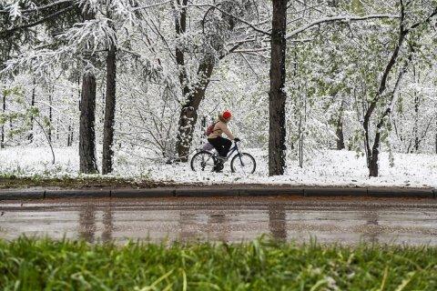 Снег потушил природные пожары на севере Иркутской области