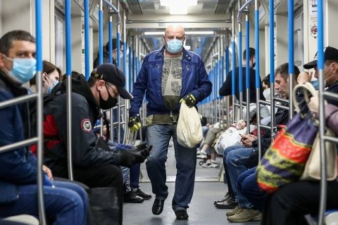 Почти 100 тысяч москвичей оштрафовали за отсутствие масок в транспорте