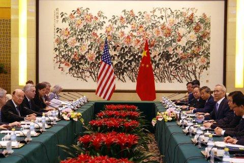 Опрос: Китайцы поставили на первое место отношения с США