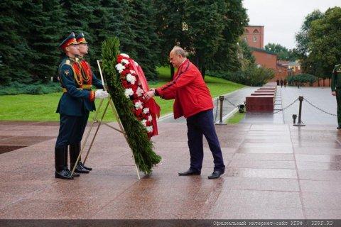 «И на Тихом океане свой окончили поход». Лидер КПРФ Геннадий Зюганов поздравляет с Днем Победы над милитаристской Японией