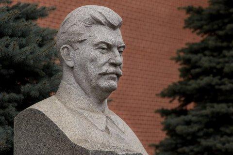 Опрос: Половина россиян положительно относится к идее установки памятника Иосифу Сталину