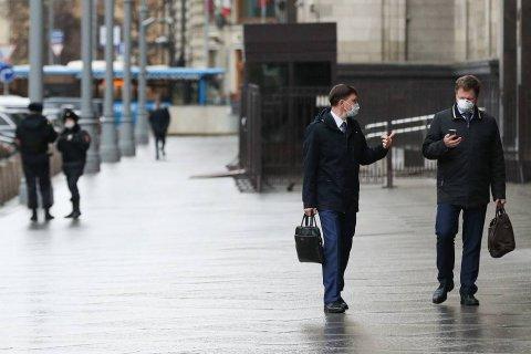 Опрос: Более 80% россиян испытывают тревожные настроения из-за экономического кризиса