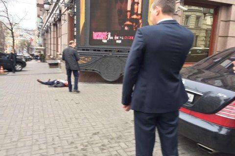 В центре Киева застрелили бывшего депутата Госдумы Дениса Вороненкова. Видео первых секунд после перестрелки