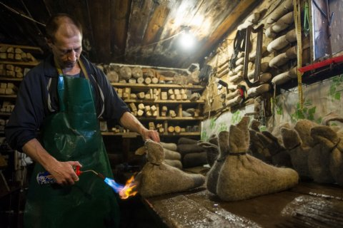 Кризис заставил россиян отказаться от покупки обуви