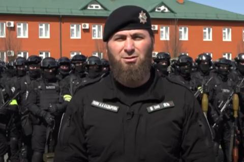 В Кремле посоветовали чеченскому спецназу обратиться в суд после обвинений во внесудебных казнях десятков человек