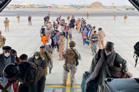 За десять дней США эвакуировали из Афганистана 28 тысяч человек