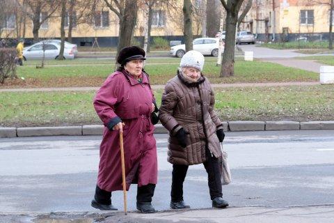 Из-за повышения пенсионного возраста каждый россиянин потеряет в доходах почти миллион рублей