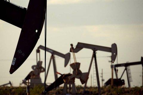 Россия и Саудовская Аравия договорились о сокращении добычи нефти. В Кремле отказались признавать свои ошибки