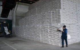 Из-за заморозки цен в российские магазины перестали поставлять сахар