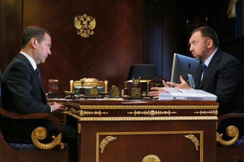 Медведев пообещал помощь олигархам, попавшим под санкции