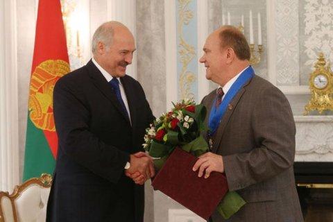 Президент Белоруссии Александр Лукашенко поздравил Геннадия Зюганова с 75-летием
