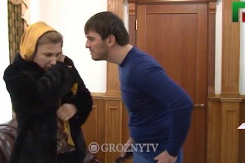 Мэр Грозного пытал жителей электрошокером: Они не платили за ЖКХ