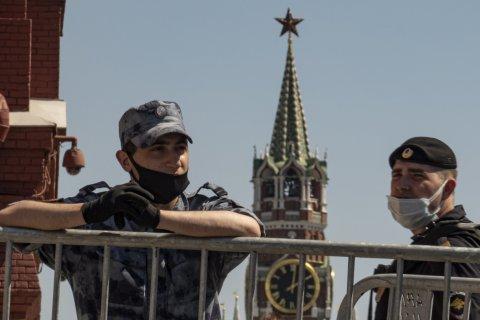 В Кремле отказались пускать в Россию зарубежные вакцины от коронавируса