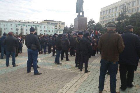 Полиция разогнала несанкционированную акцию протеста в Махачкале
