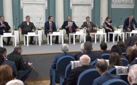 В Доме Союзов проходит круглый стол «О поправках в Конституцию Российской Федерации», предложенных КПРФ. Он-лайн трансляция