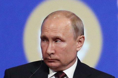 Опрос: 40% россиян заявили, что «Путин выражает интересы силовиков», еще 40% – интересы олигархов