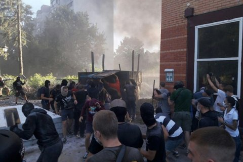Боевики «Азова» организовали беспорядки в Киеве